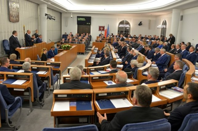 Сенат Польши принял скандальный закон