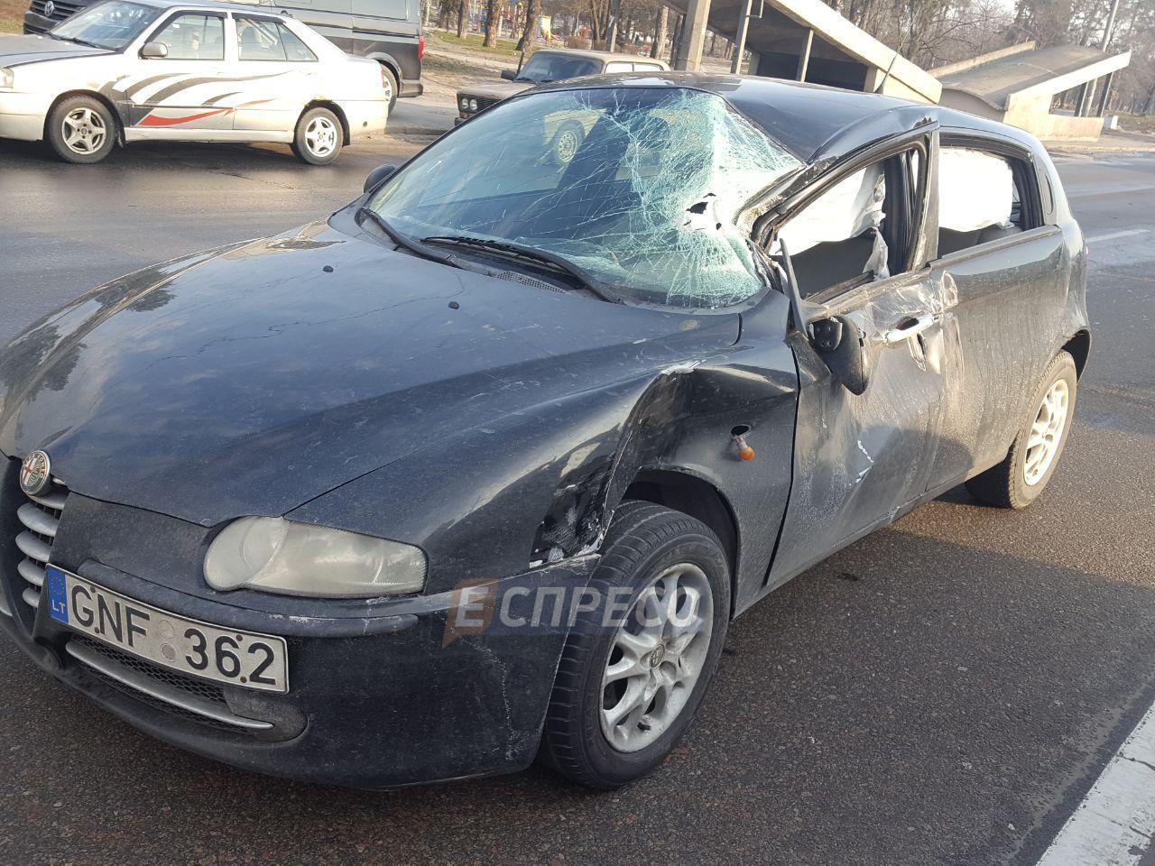 Масштабная авария в Киеве: автомобили разбросало на 60 метров, есть пострадавшие, фото с места ДТП