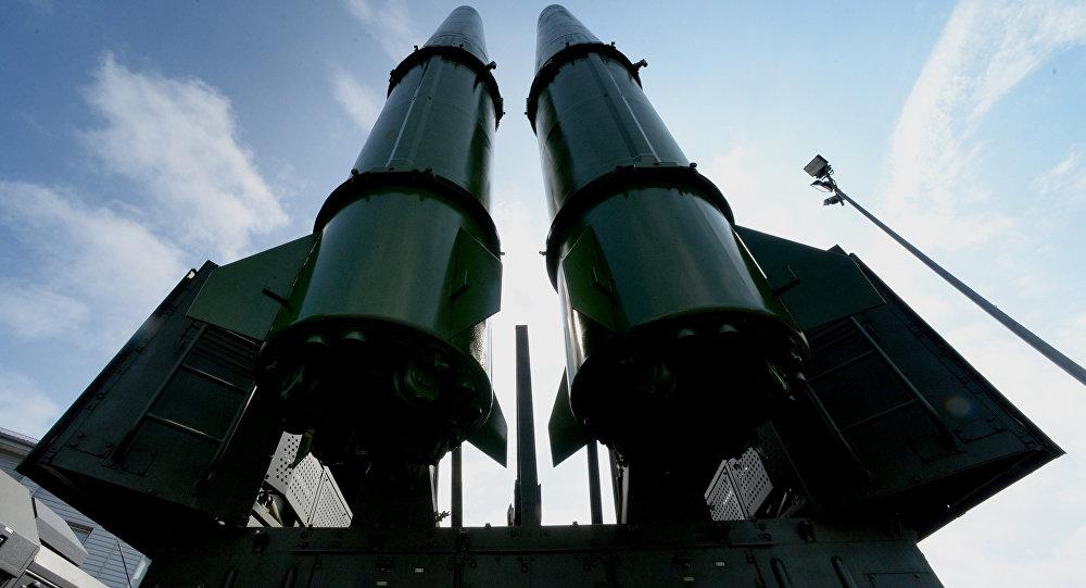 При любом обострении отношений с Западом российские начальники доставали из рукава угрозу размещения