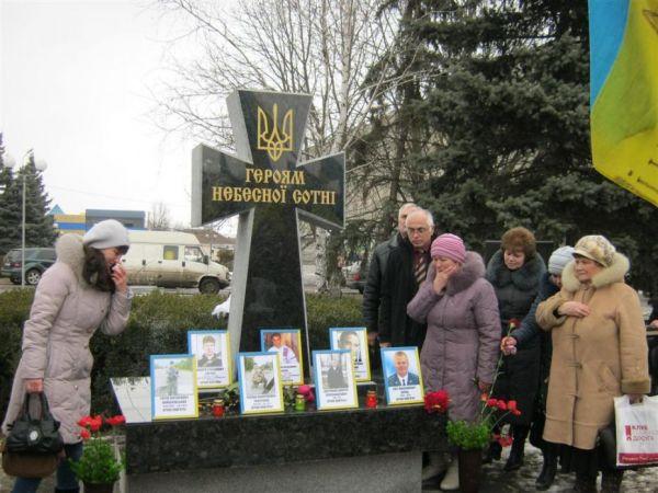 Памятник Героям Небесной Сотни в Смеле поставили там, где проходил местный Майдан.