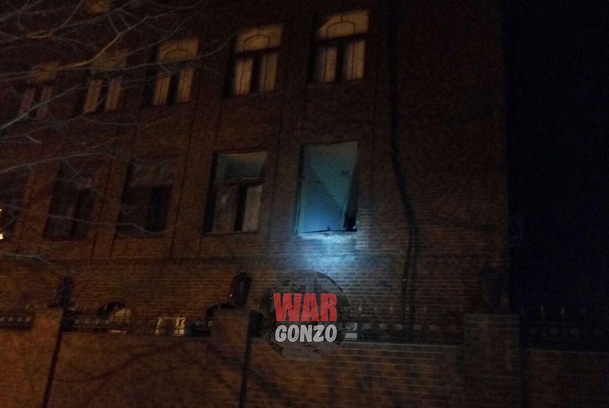 Из  гранатомета попали в окно Фото: WarGonzo