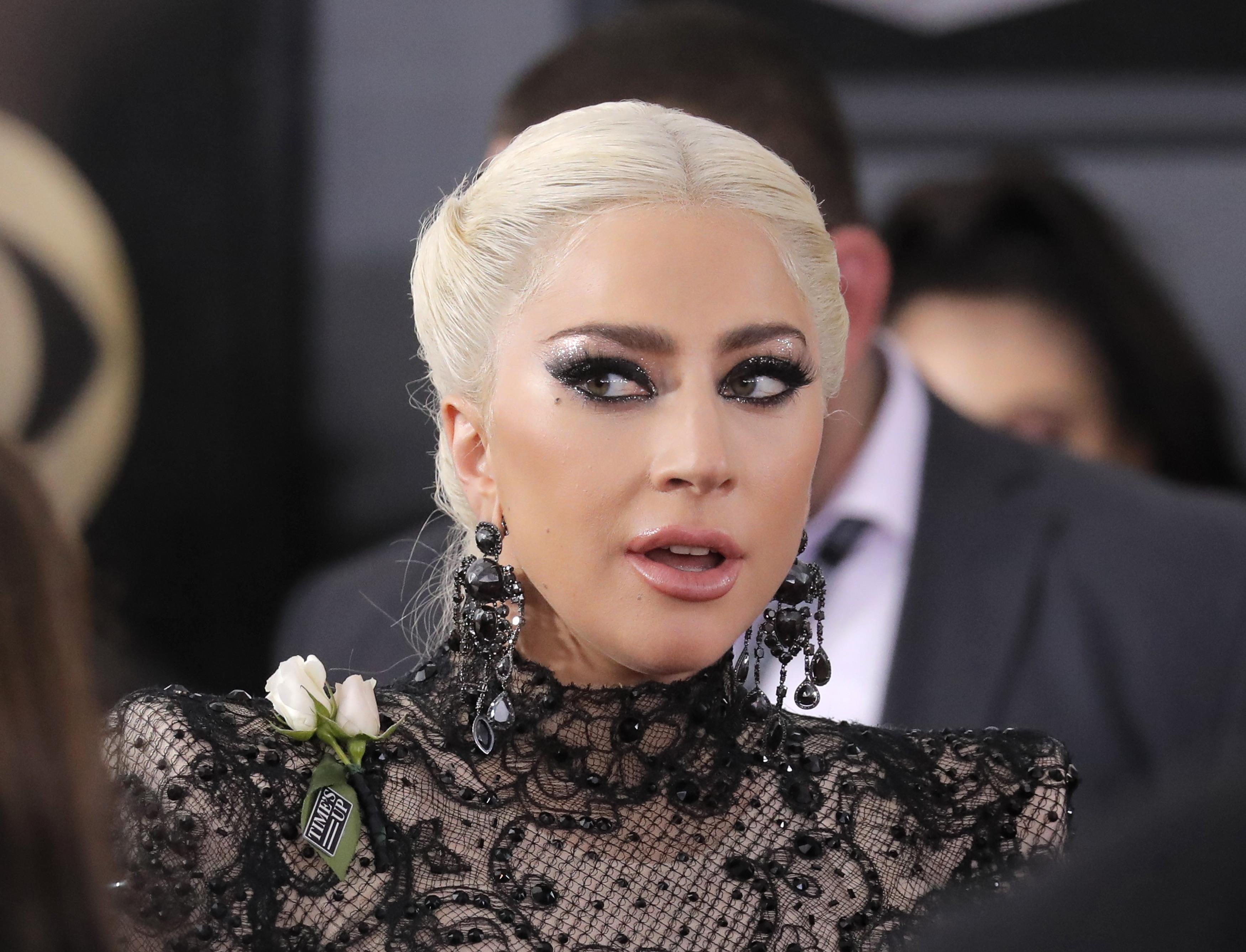 Леди Гага страдает от сильнейшей боли