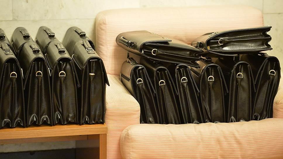 чиновники, портфели