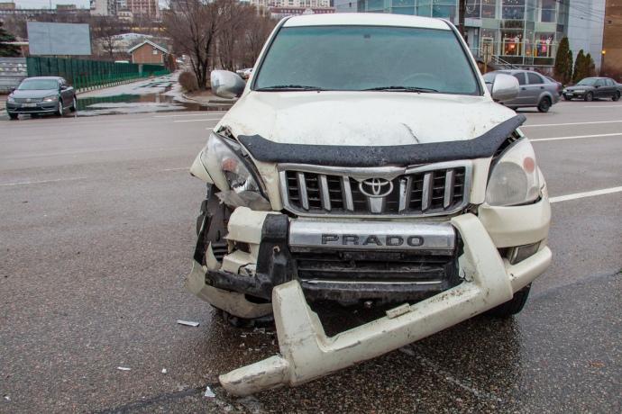 Джип, врезавшийся в авто Леонида Краснопольского