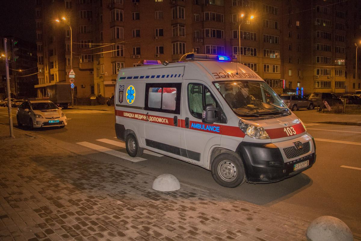 В Киеве драка переросла в стрельбу, есть раненый, фото и видео с  места события