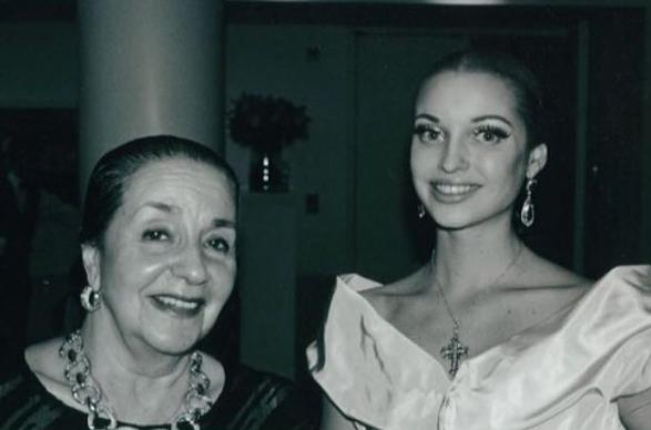 Анастасия Волочкова показала фото со своей любимой преподавательницей