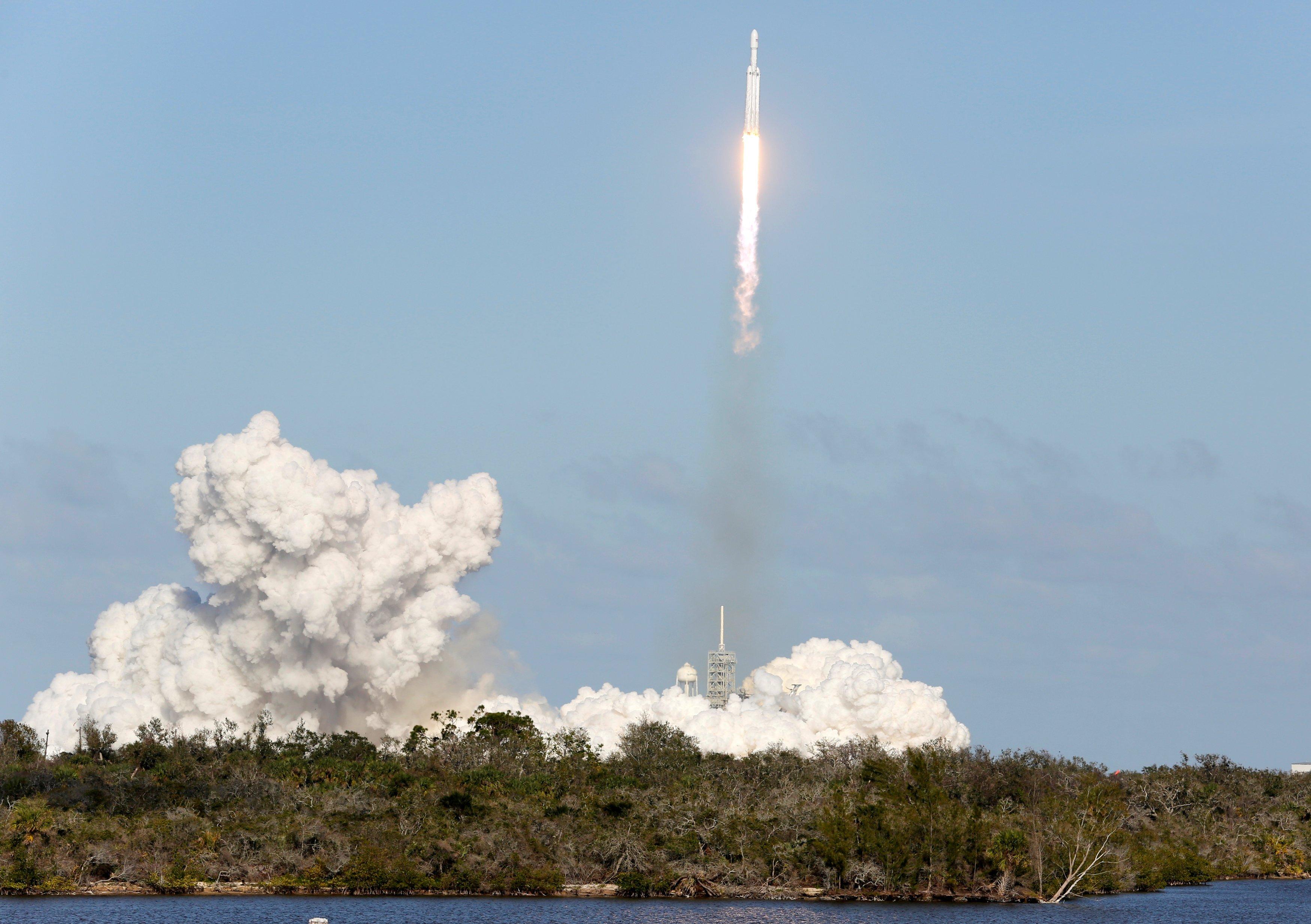 Разгонный блок Falcon Heavy упал в океан