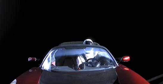 Электрокар Tesla находится в космосе