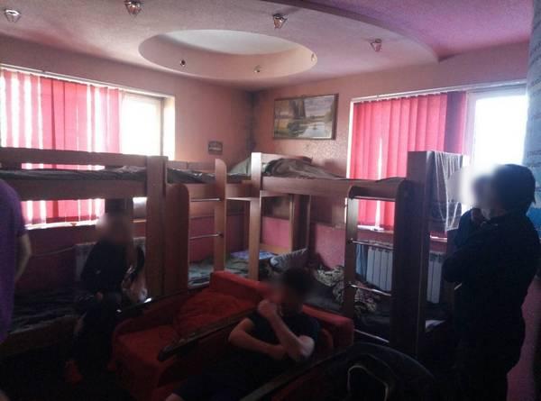 В Харькове десятки людей удерживали в доме против их воли