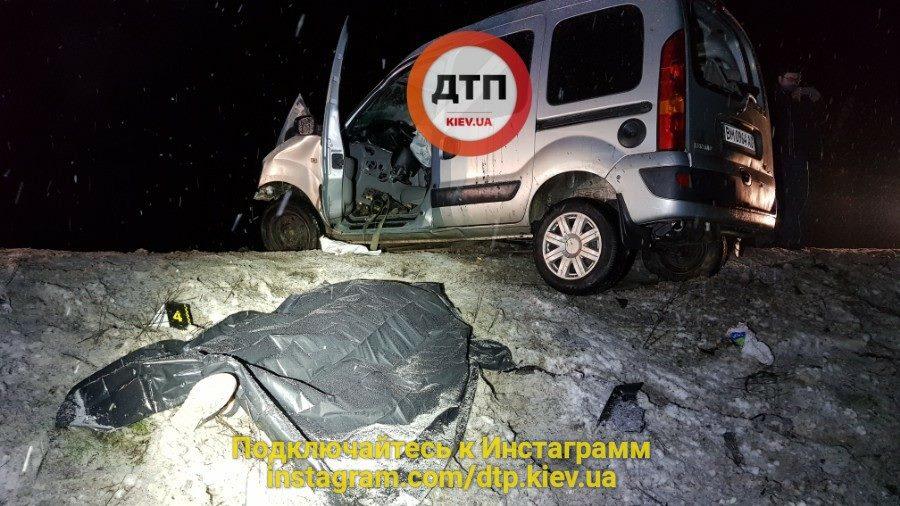 Бутылки с алкоголем в салоне. Смертельное ДТП под Киевом унесло жизни двоих человек, фото
