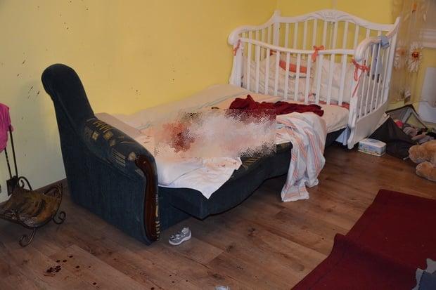 Зарезала ребенка, ранила отца. На Закарпатье женщина пыталась покончить с собой