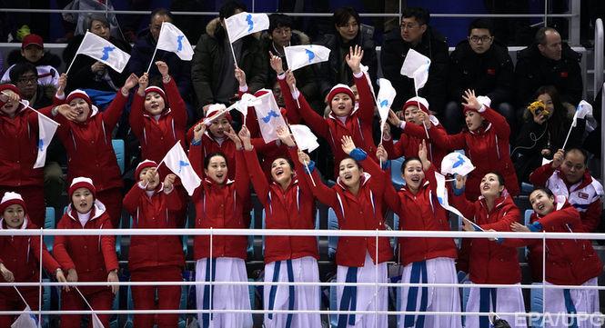 Болельщицы из КНДР запомнились активным поведением. Фото: EPA/UPG