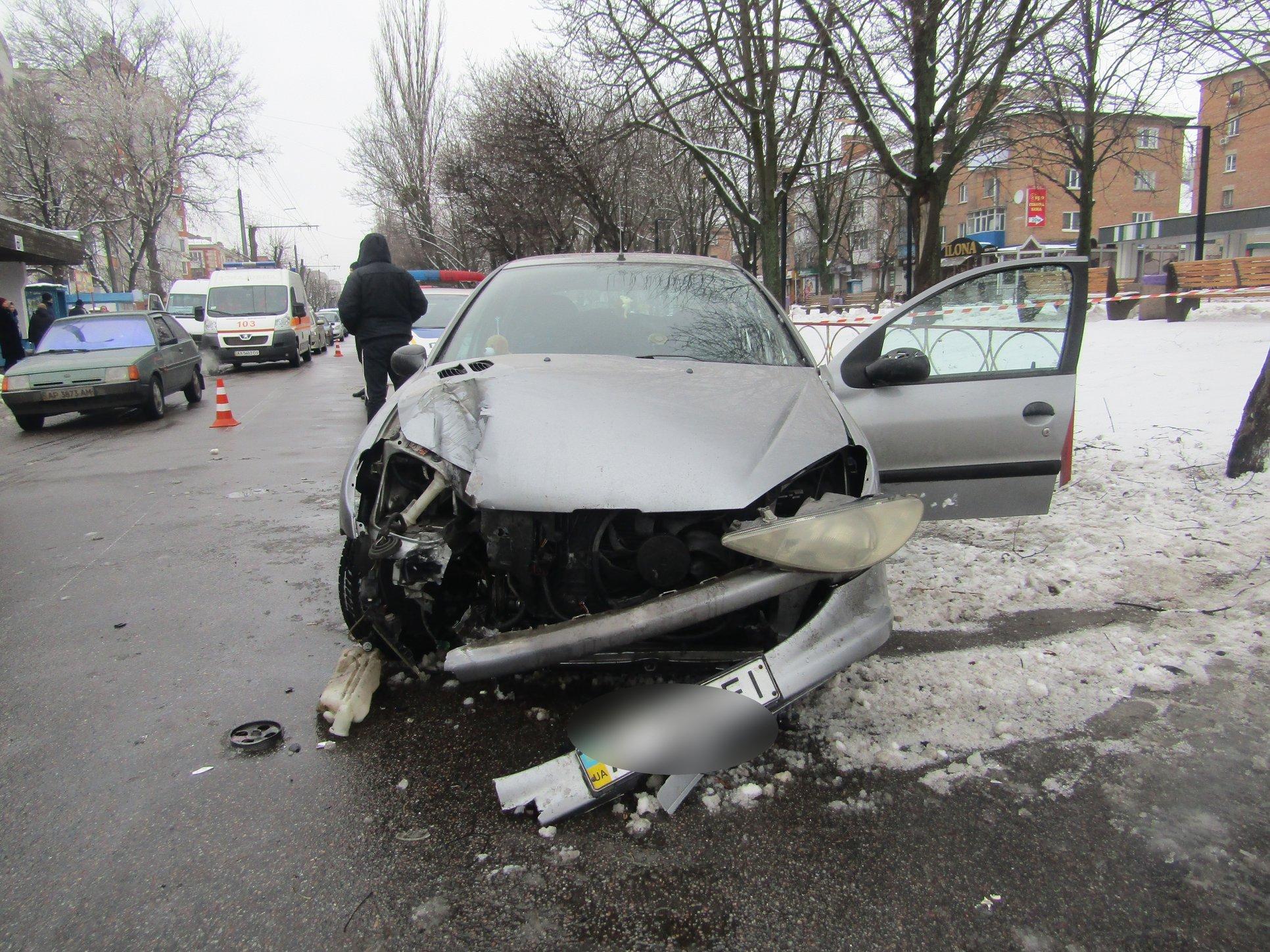 Жуткое ДТП на Киевщине: пьяная девушка-водитель сбила насмерть женщину и травмировала военного