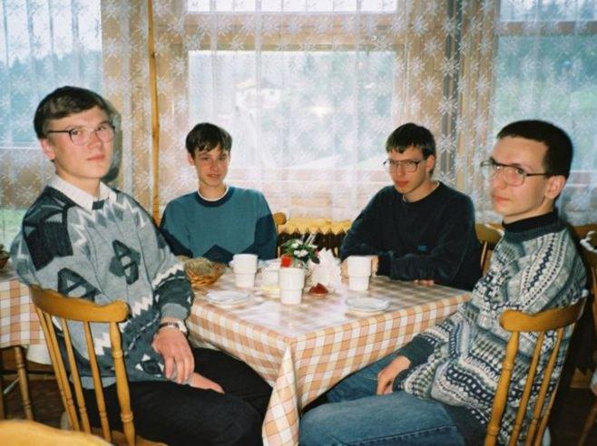 Тома Чайка - второй слева