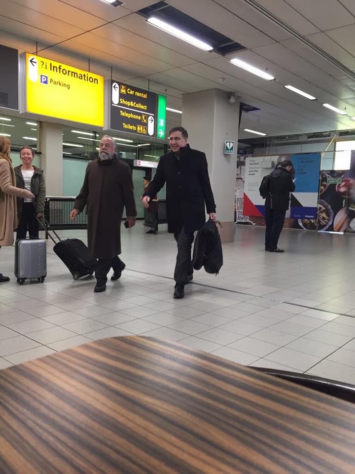 Ссакашвили уже гуляет по аэропортам европейских городов