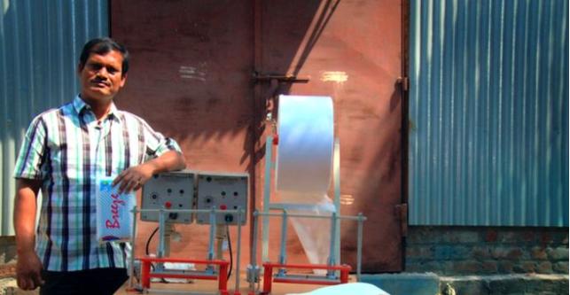 Аруначалам Муруганантам начал массовое производство в Индии средств женской гигиены. Фото: bbc.com