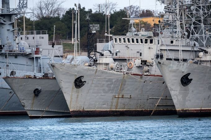 Корабли в крымской гавани