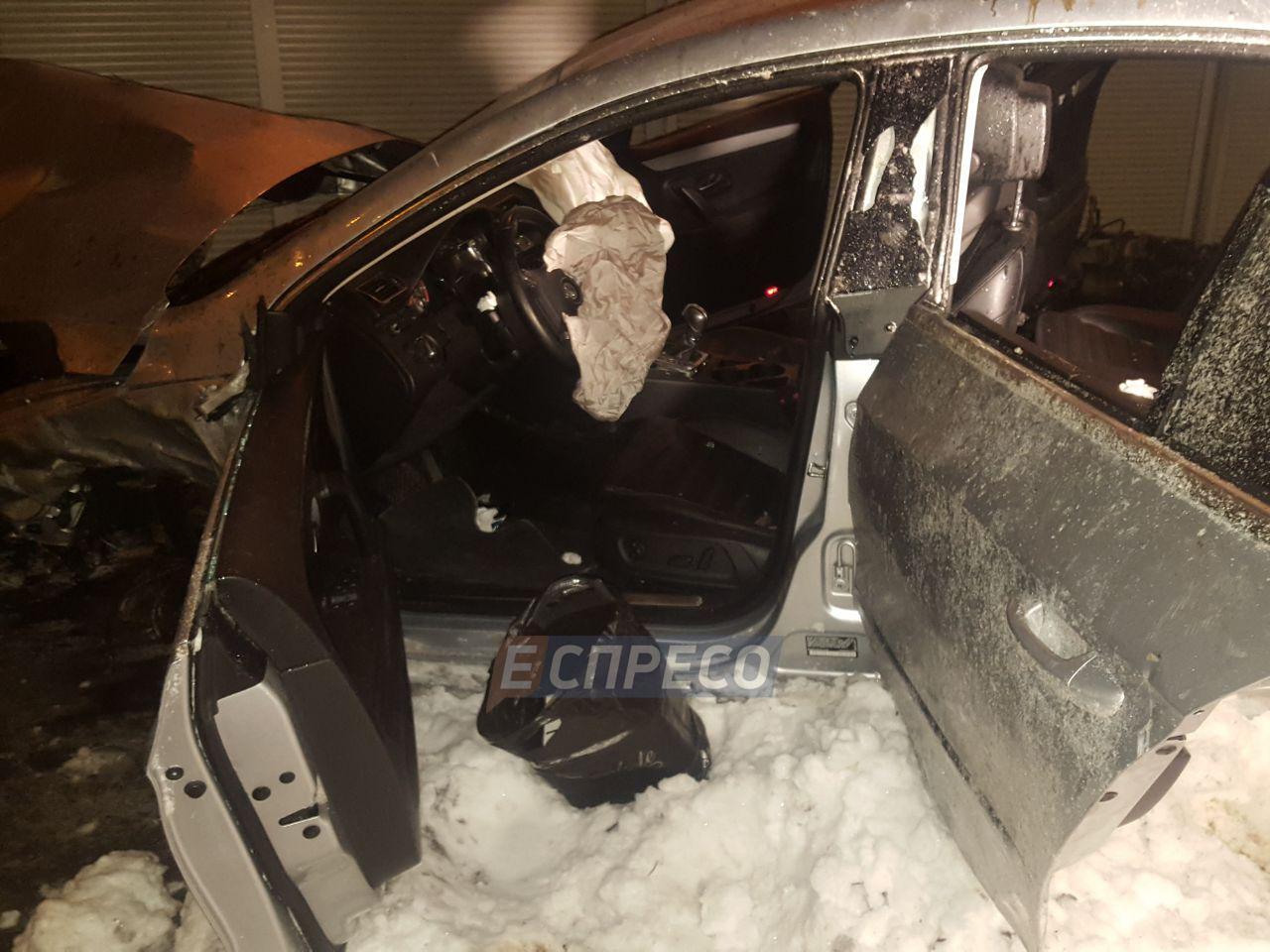 Каскадерские трюки. В Киеве авто слетело с 10-метровой высоты, есть пострадавшие, фото