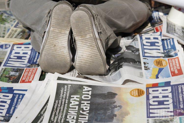 В Сети прокомментировали на новость о том, что в Киеве облили девушку с газетами