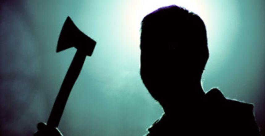 В Запорожье мужчина бросался на копов с топором.
