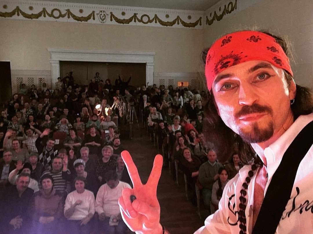 Игорь Тальков-младший рвется выступить с концертом на востоке Украины.