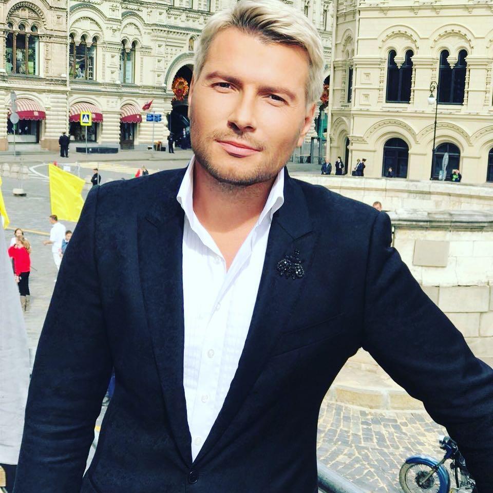 Николая Баскова заподозрили в увлечении моделью