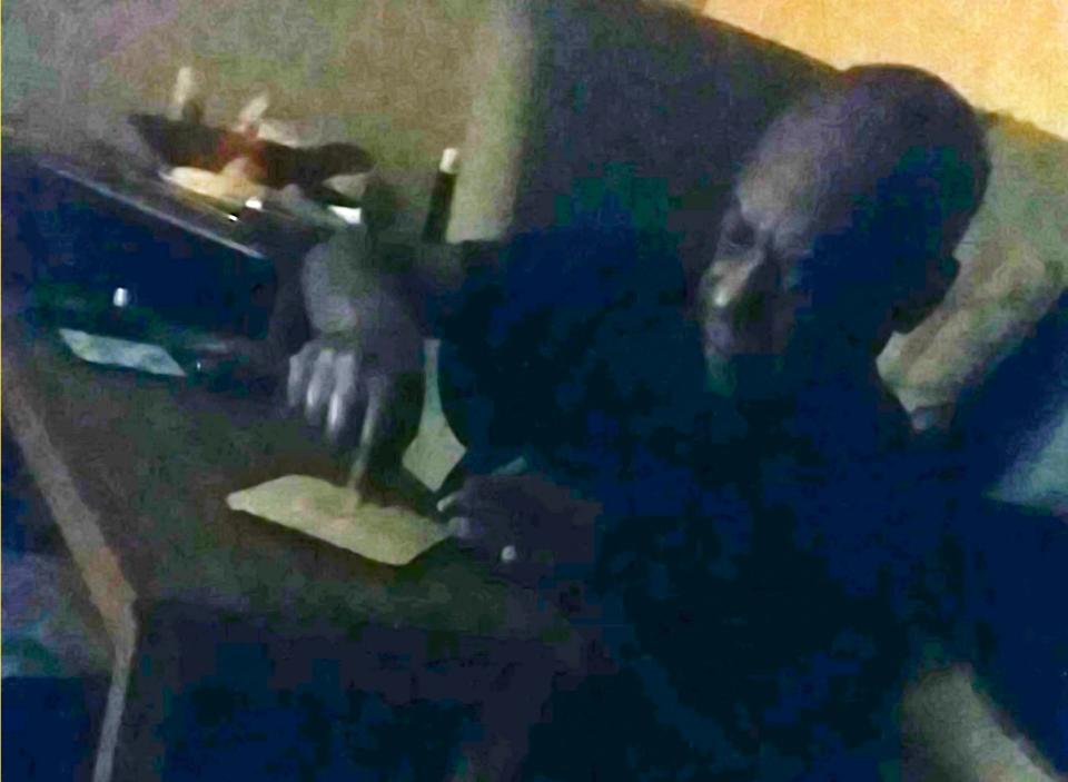 Священника застукали за просмотром порно и употреблением наркотиков, фото