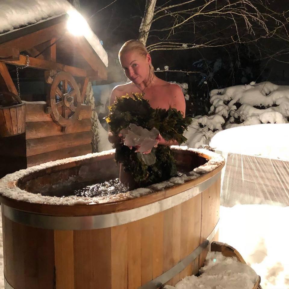 Анастасия Волочкова в ледяной купели Фото: Facebook/Anastasya Volochkova