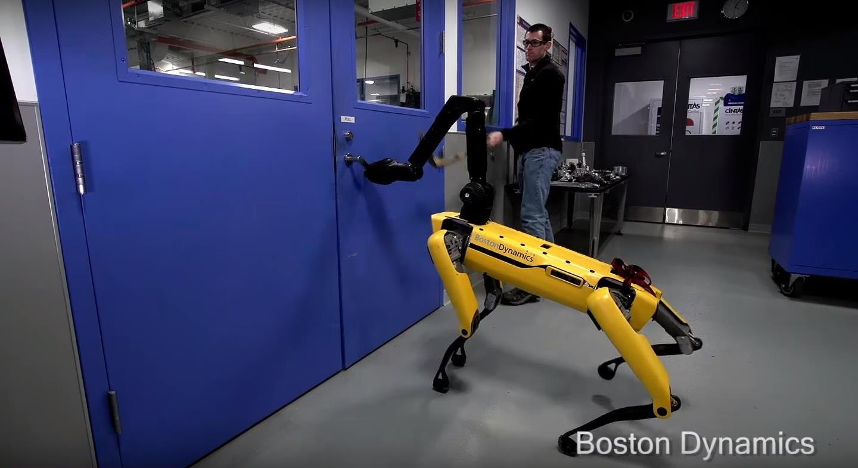 Робот-собака научился преодолевать препятствия