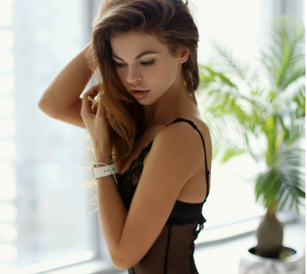 Настя Рыбка прославилась после секс-скандала с бизнесменом Олегом Дерипаской  Фото: nastya_rybka.ru/instagram