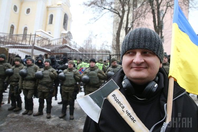 Активисты ждали Труханова у здания суда