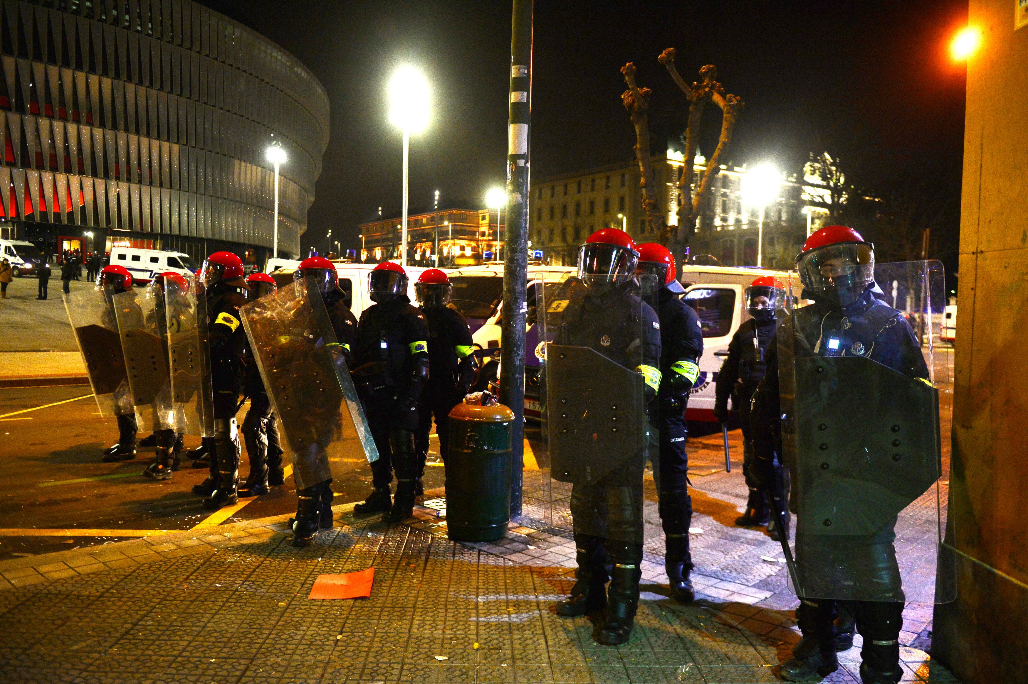 В Бильбао правоохранители пытались остановить насилие российских фанатов