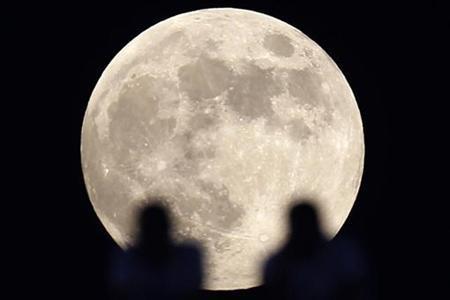 На фоне Луны зафиксировали НЛО