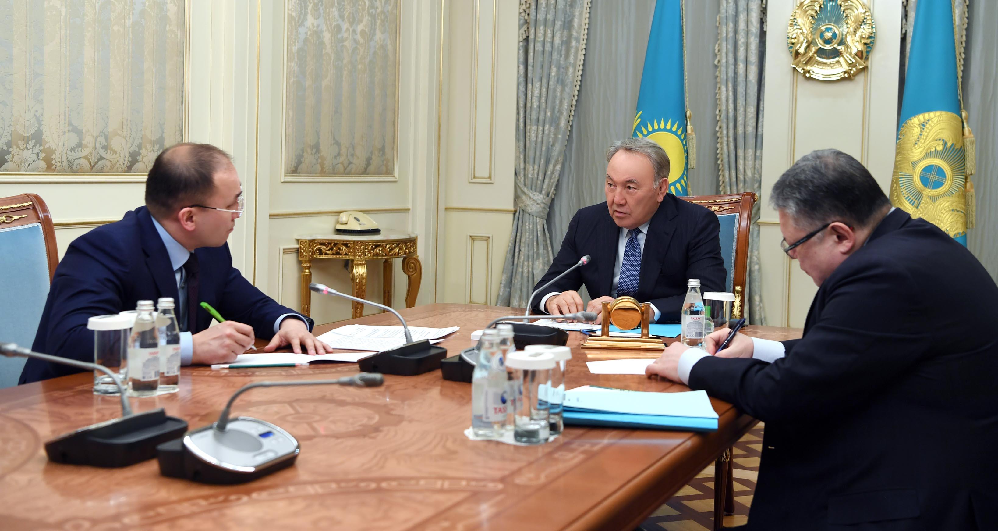 Нурсултан Назарбаев призвал все государственные органы к переходу на казахский язык. Фото: akorda.kz