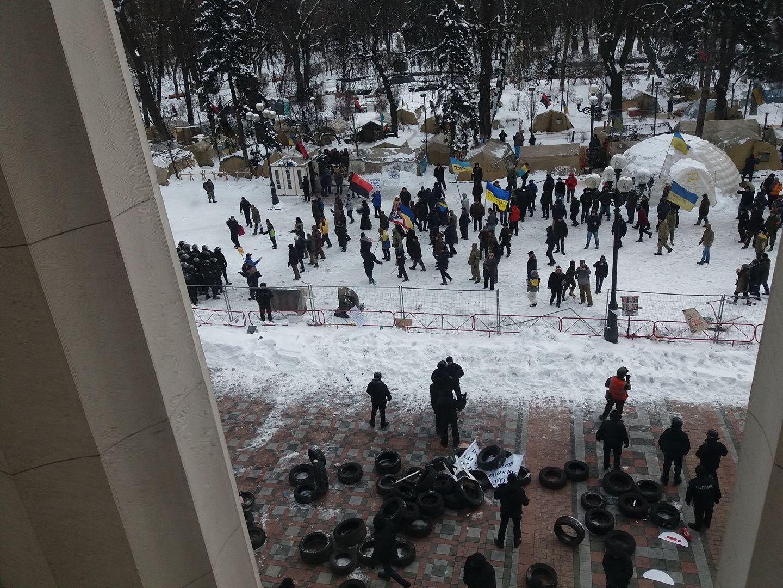 Возле парламента произошли столкновения