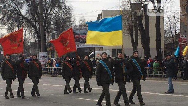 Флаг СССР на параде в Кривом Роге