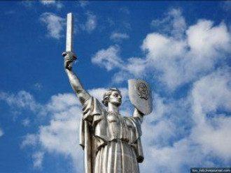 """""""Родина-мать"""" останется в Киеве, но герб срежут. Фото: Bigmir.net"""