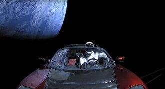 "Tesla Roadster со своим ""водителем"" Starman"