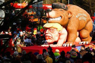 Президента США Дональда Трампа насилует русский медведь