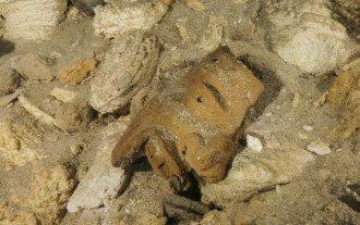 Древняя керамика в пещере