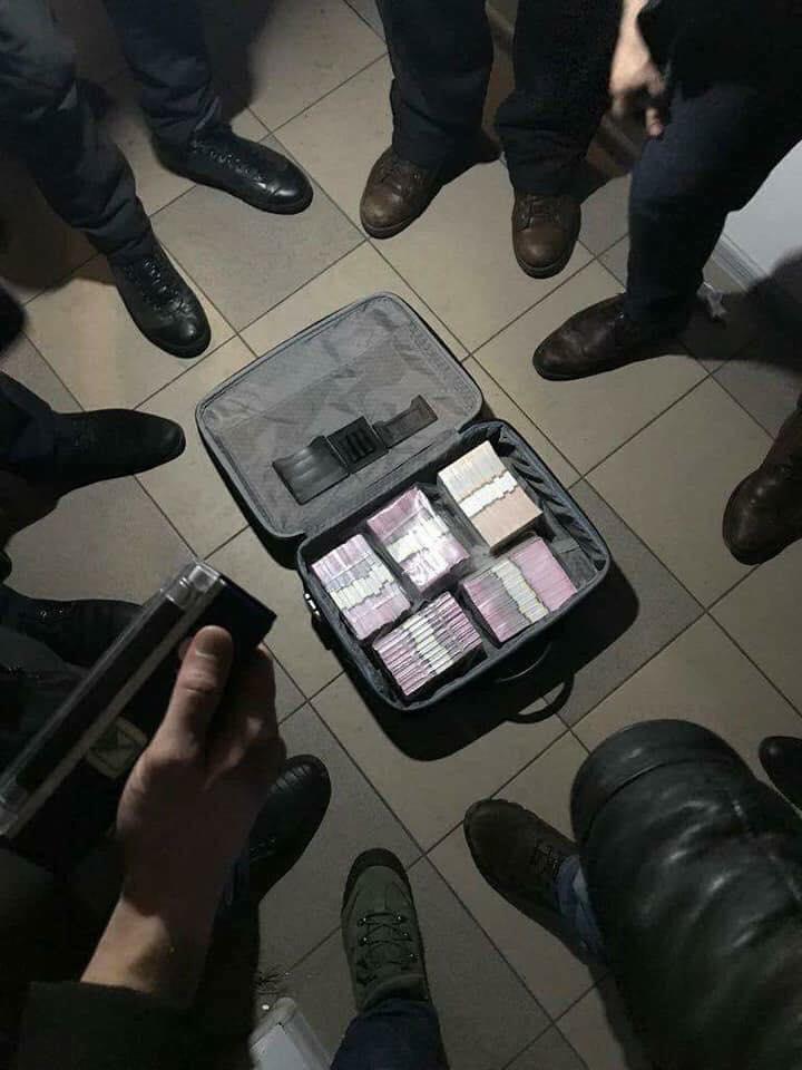 Пресловутый чемодан со взяткой