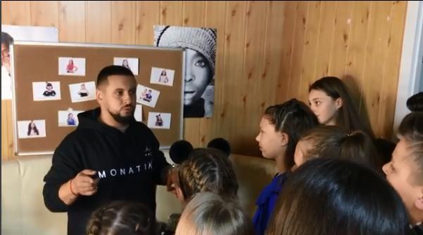 Накануне гастролей Монатик подготовил детей для выступления перед паралимпийцами