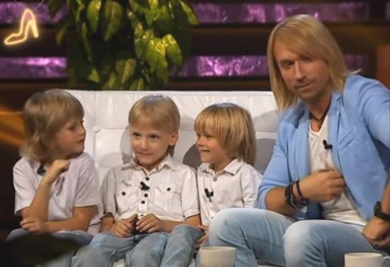 Трое голубоглазых мальчиков назвали Олега Винника папой