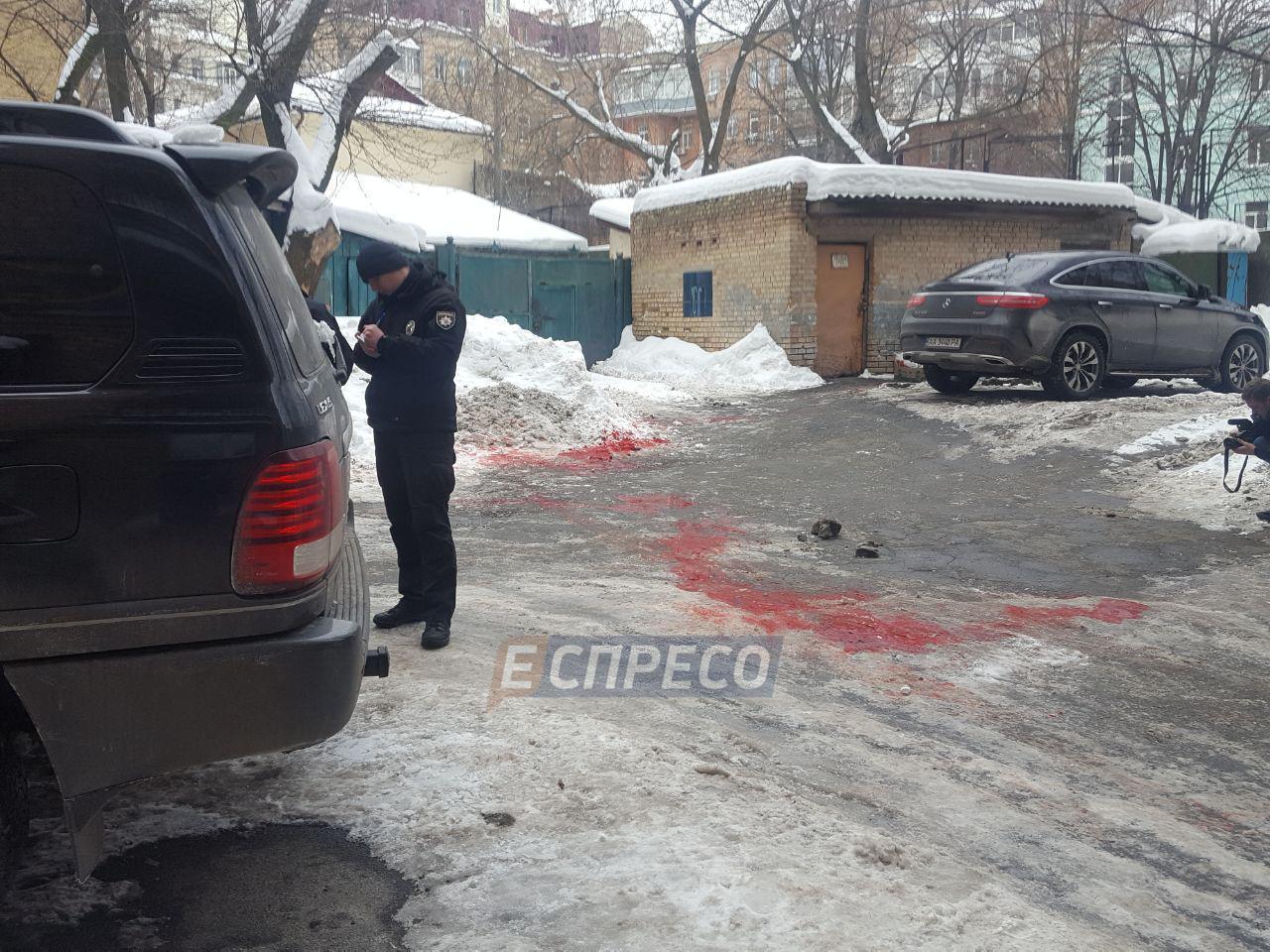 В правительственном квартале в центре Киева зарезали мужчину, фото и видео с места трагедии