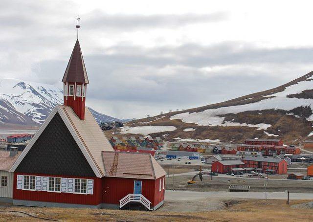 В уникальном норвежском городе запрещено умирать и заводить кошек