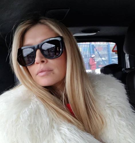 Вера Брежнева в московском магазине позировала с манекеном