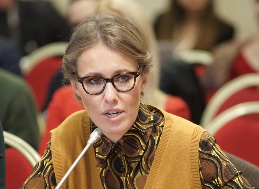 Ксения Собчак во время одного из публичных выступлений