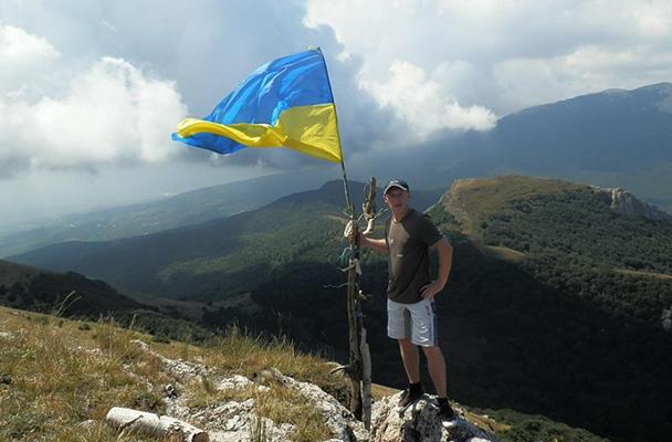 23 августа 2014 года. Михаил развернул украинский флаг на горе Демерджи в Крыму