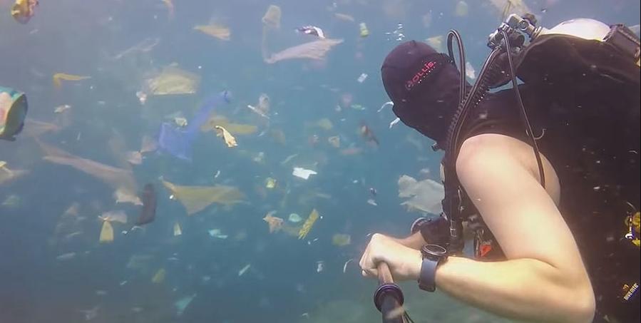 Экологи обеспокоены огромным количеством мусора у берегов Бали