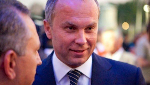 Нестор Шуфрич заявил, что трагический гимн неправильно программирует страну